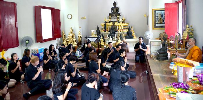 r-i-p-king-bhumibol-king-of-thailand-2